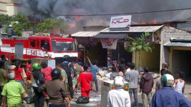 Cengkareng, Bengkel terbakar, Petugas Terjunkan 28 Pemadam Kebakaran