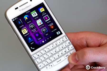 Menarik, BlackBerry Q10 Dihadirkan berlapis emas