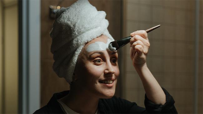 Jadikan Kulit Cerah dan Halus, Yuk Intip Tips Facial Wajah Sendiri di Rumah Saat Pandemi