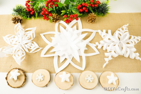 Easy 3d Snowflakes Stars Paper Christmas Decorations Diy Crafts
