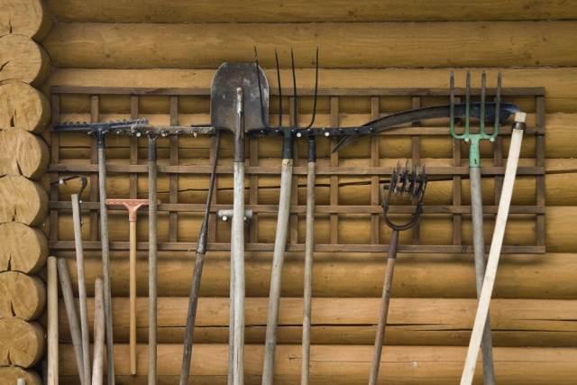 Bahçe aletleri duvar düzenleyici.