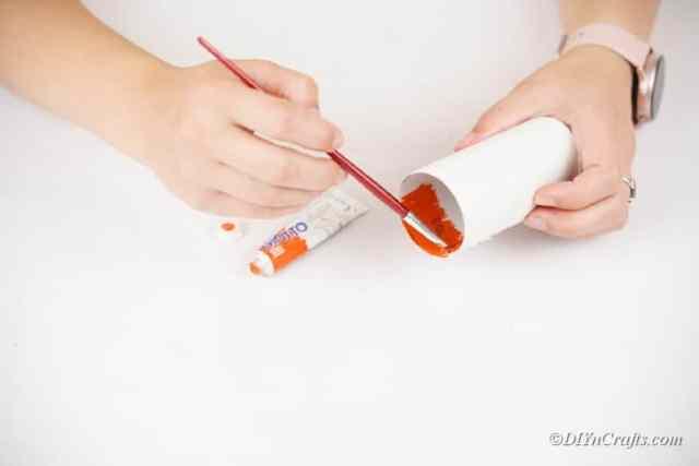 içinde tuvalet kağıdı rulosu boyama
