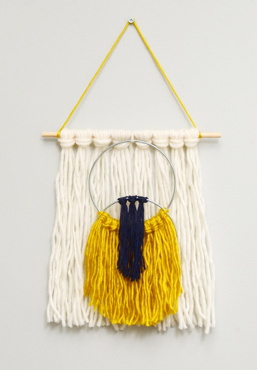 easy yarn tassel wall