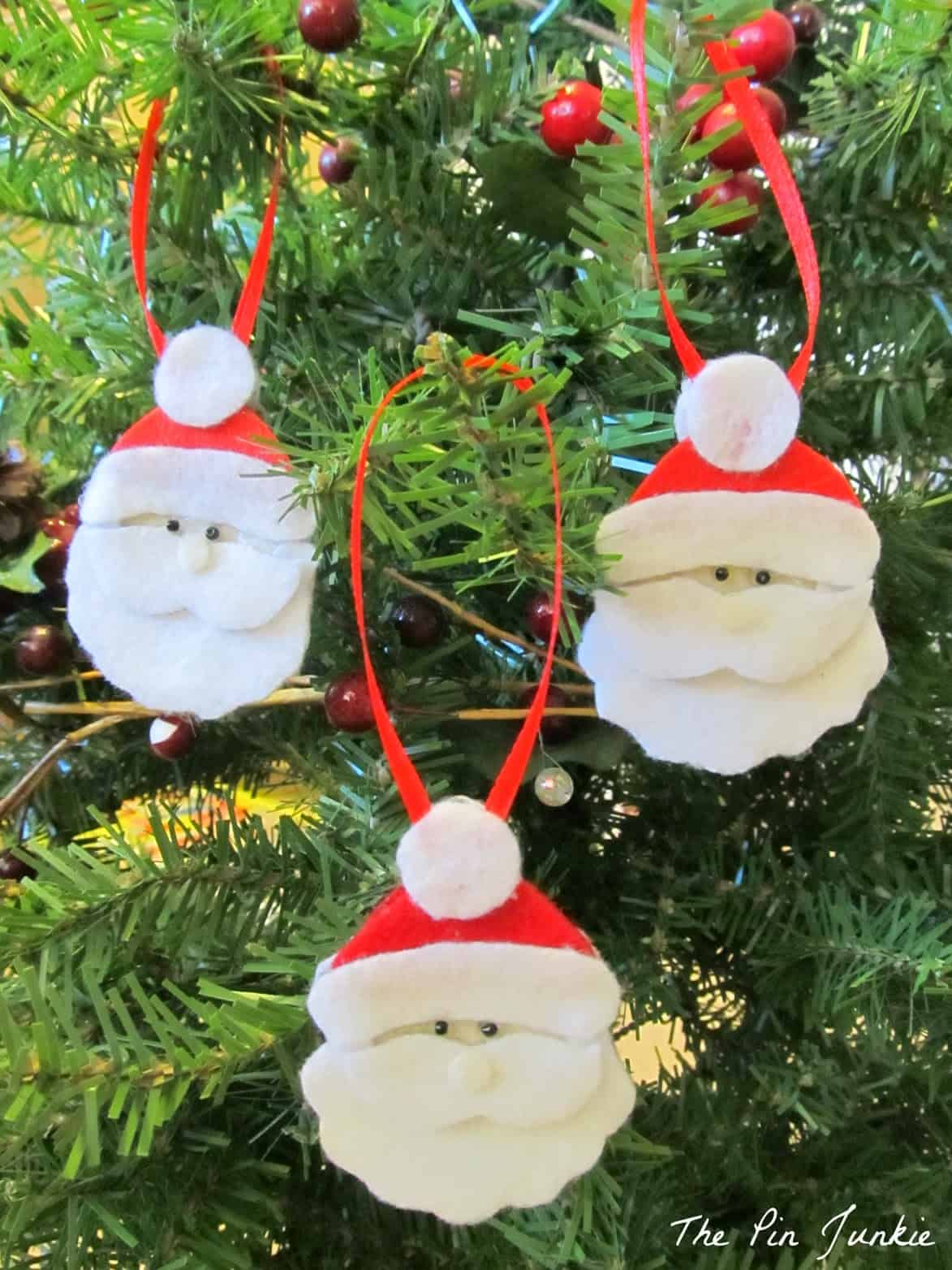 15 DIY Felt Christmas Ornaments To Make With The Kids