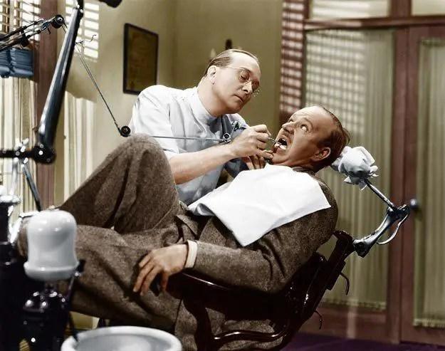 طبيب اسنان في القرن 20