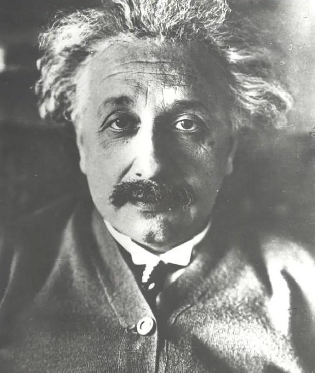 آلبرت آينشتاين