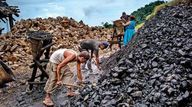 Govt sells 3.19% of Coal India, gets Rs 5,300 crore