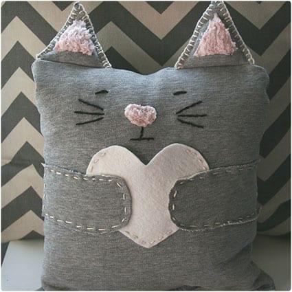 Easy-Sew-Valentine's-Kitty