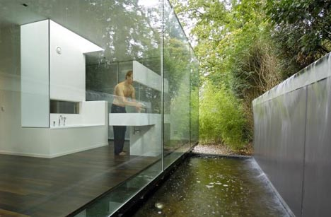 one-floor-to-ceilng-exterior-glass