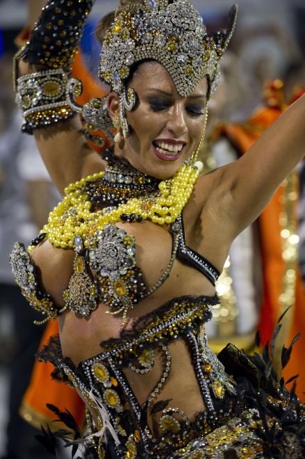 Brasile, esagerazioni, bellezze e follia: è il Carnevale