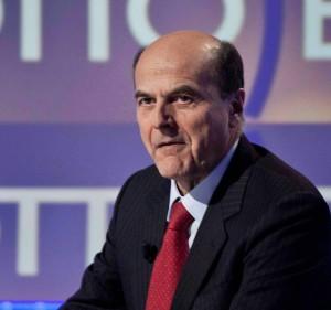 """Bersani: """"Berlusconi parla a donne come fossero bambole gonfiabili"""""""