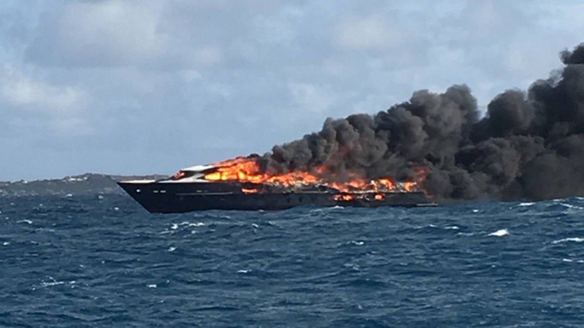 Motoryacht Limitless Destroyed By Fire in the Caribbean
