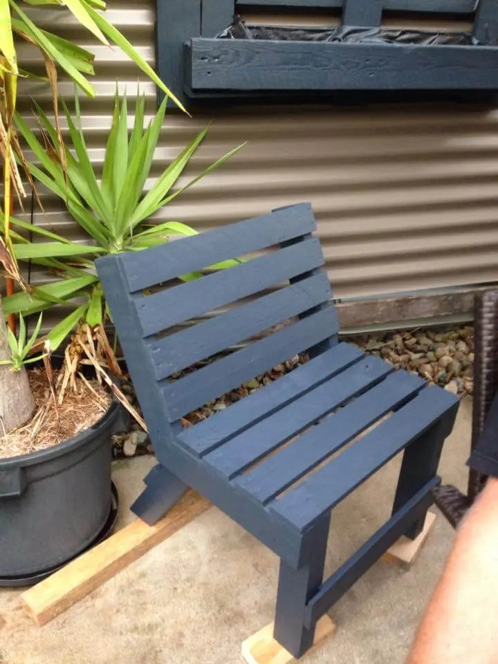 upcycled pallet patio chair