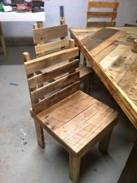 Pallet Dining Table with Chairs Set - Easy Pallet Ideas