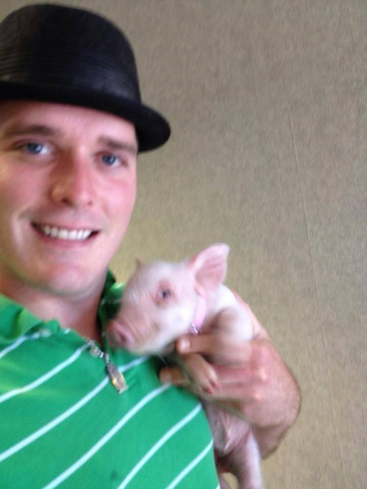 Meet Esther the Wonder Pig  Gallery  eBaums World