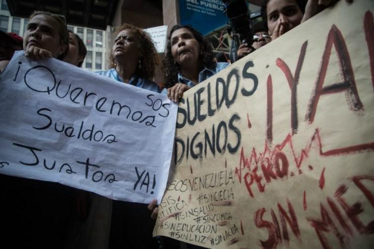 Trabajadores públicos protestaron en su día por bajos salarios
