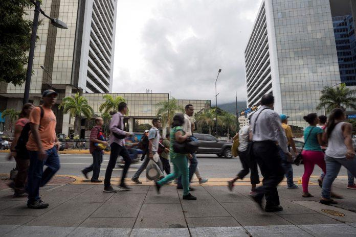 Más de 50% de los venezolanos valora negativamente el servicio de electricidad