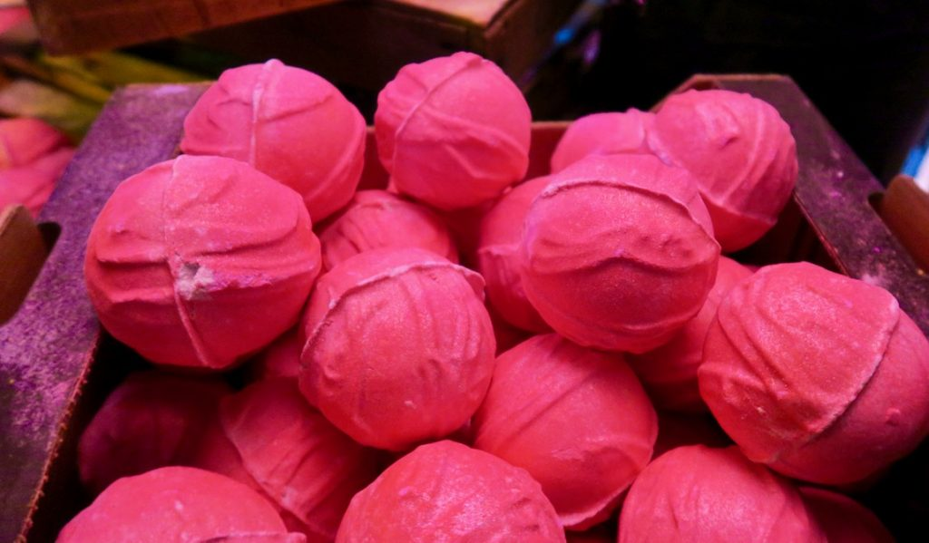 Lush Summit Think Pink Bomb