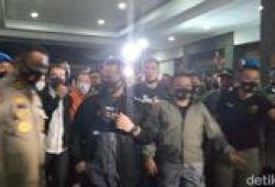 Djoko Tjandra Digiring Keluar Pesawat, Berbaju Tahanan Oranye