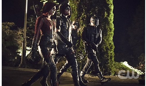 """Arrow -- """"Blood Debts"""" -- Image AR410a_0114b.jpg -- Pictured (L-R): Willa Holland as Speedy, Stephen Amell as The Arrow, Katie Cassidy as Black Canary and David Ramsey as John Diggle -- Photo: Katie Yu/ The CW -- © 2015 The CW Network, LLC. All Rights Reserved."""