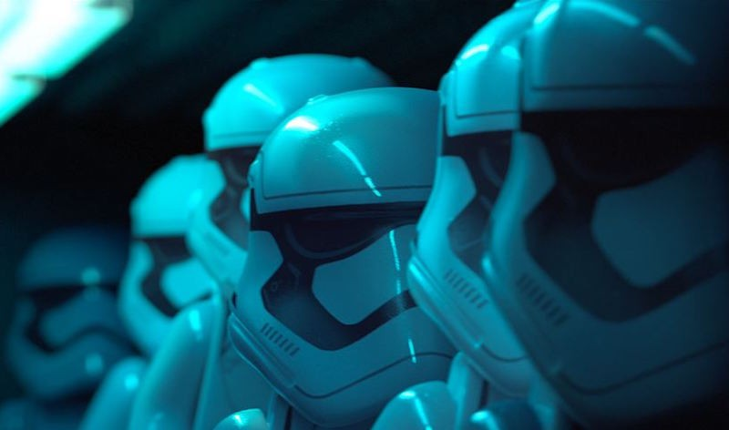 stormtroopers_lego_star_wars_force_awakens_warner_bros