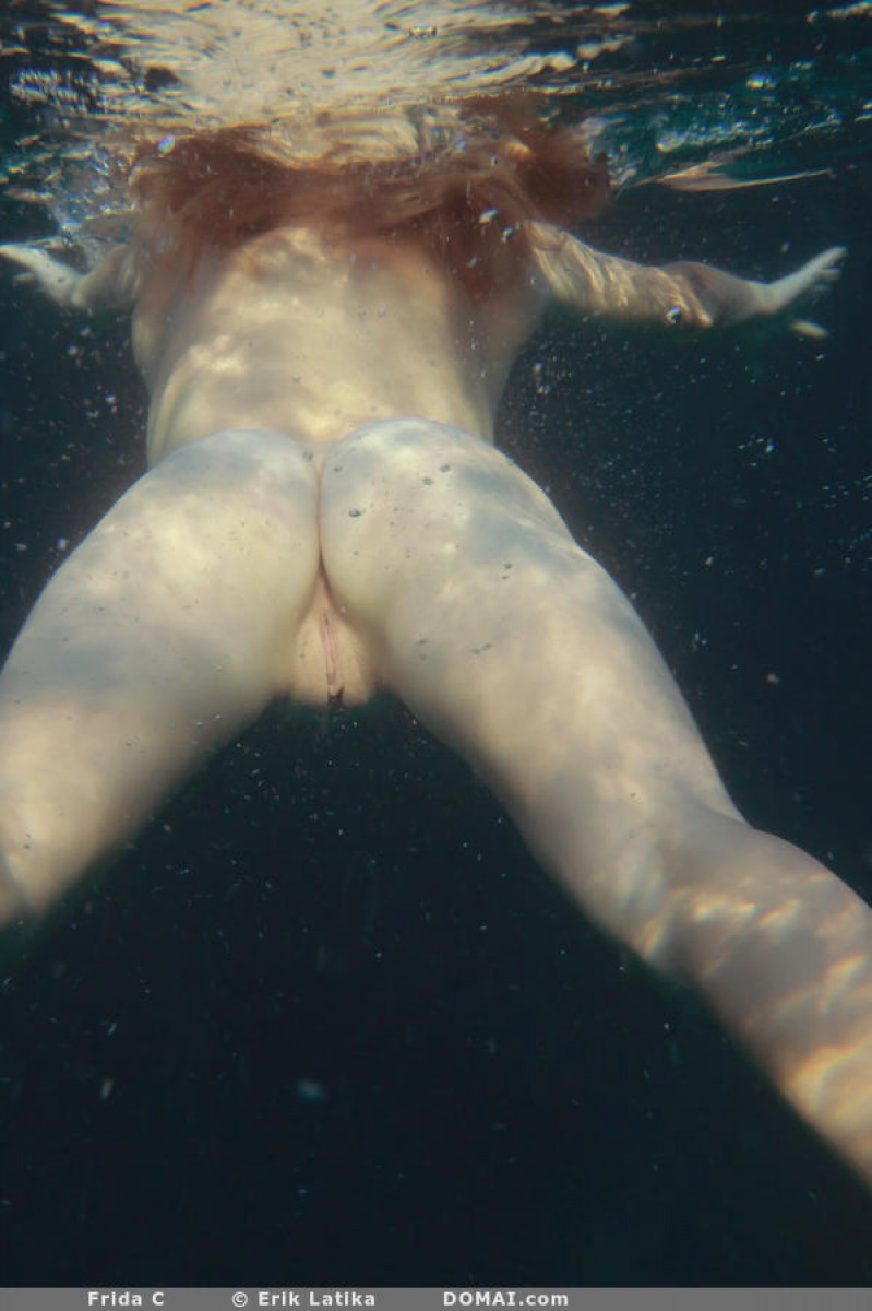 Frida C Underwater Nude Shots