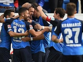 Zagueiro entrega, faz pênalti, e Hoffenheim vence o Freiburg