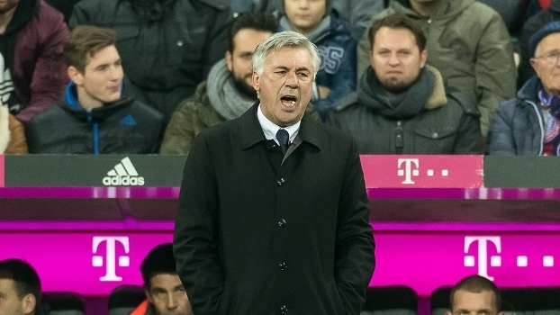 Ancelotti durante jogo do Bayern de Munique