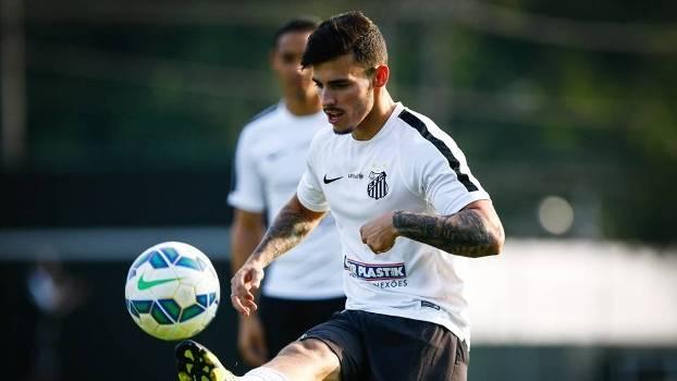 Zeca, lateral-esquerdo do Santos, durante treino da equipe no CT Rei Pelé