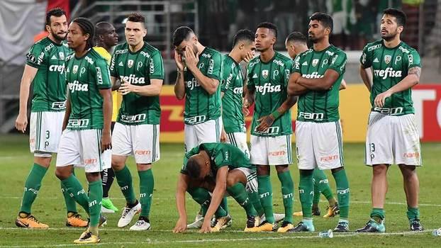 Jogadores do Palmeiras lamentam eliminação da Libertadores