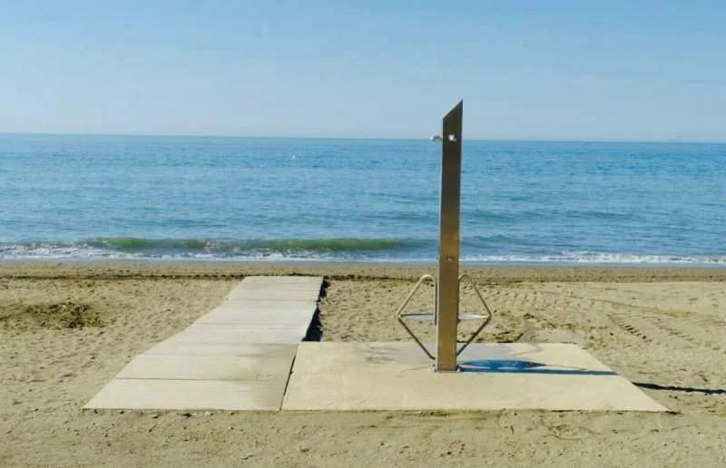 Rincón de la Victoria beaches add adapted showers