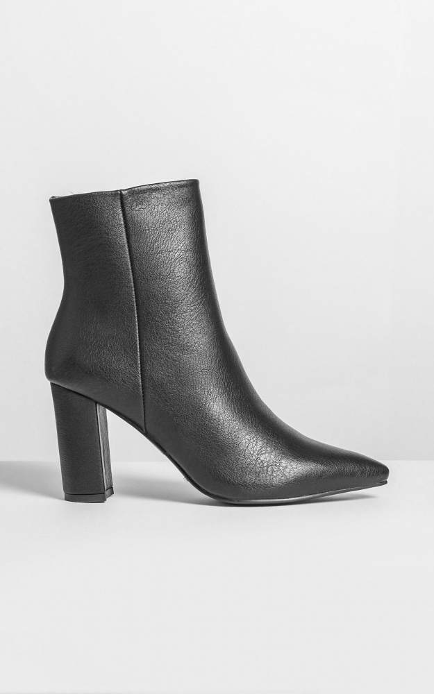 Billini - Whitney Boots In Black 10