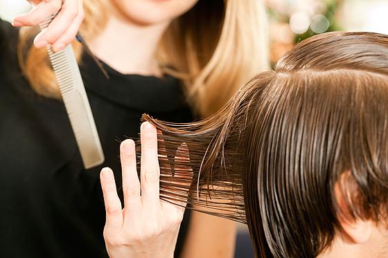 Haare schneiden bei Jungen  Familiede