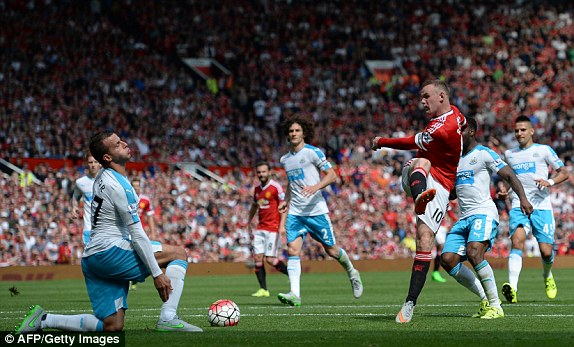 1440250274249_lc_galleryImage_Manchester_United_s_Engli