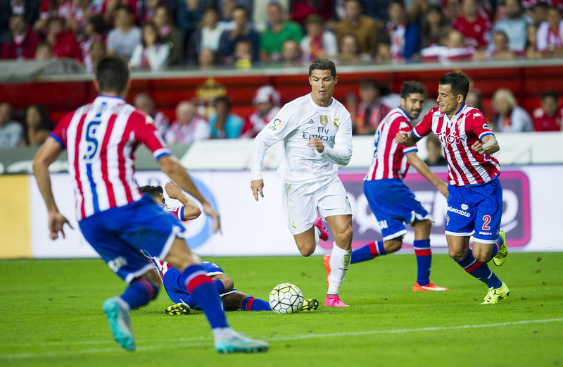 GIJON, SPAIN - AUGUST 23: Cristiano Ronaldo of Real Madrid duels for the ball with Luis Hernandez of Real Sporting de Gijon during the La Liga match between Sporting Gijon and Real Madrid at Estadio El Molinon on August 23, 2015 in Gijon, Spain. (Photo by Juan Manuel Serrano Arce/Getty Images)