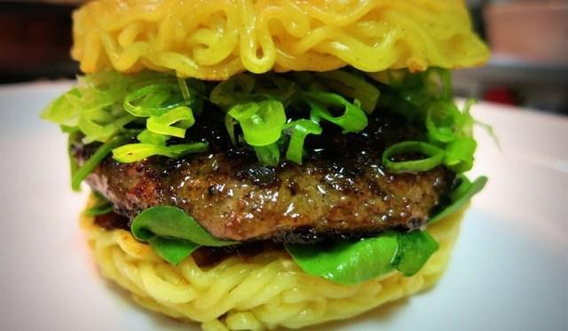 1. Бургер из доширака еда, своими руками, сделай сам