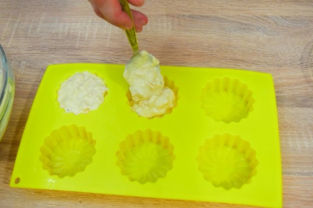 Заполняем формы до края (маффины немного поднимутся, получится что надо) видео, еда, куриные, маффины, рецепт, своими руками