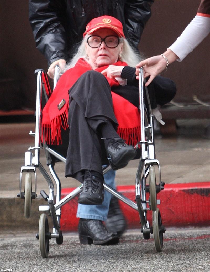 Жа Жа Габор, американская актриса венгерского происхождения, умерла 18 декабря в возрасте 99 лет в собственном особняке в Бель-Эйр, Лос-Анджелес   Жа Жа Габор, актриса, жизнь, смерть