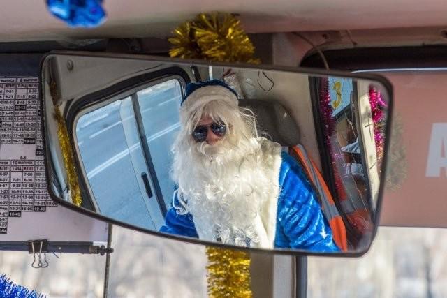 Крутой Мороз-водитель из Благовещенска новогоднее настроение, новый год, транспорт, украшения