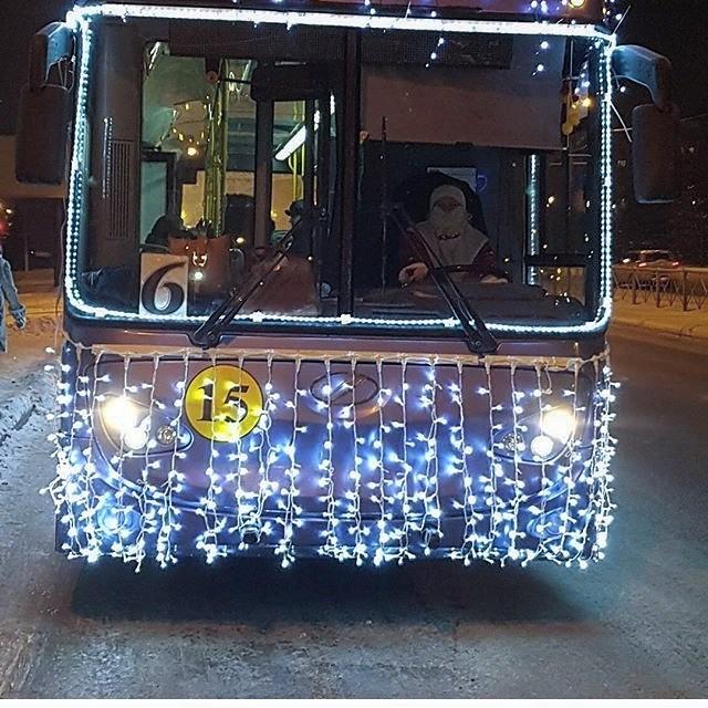 По Альметьевску такой тралик катается, прямо чудо! новогоднее настроение, новый год, транспорт, украшения