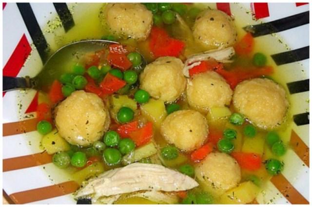 Куриный суп с сырными клецками и зеленым горошком. вкусно, интересное, рецепты, супы