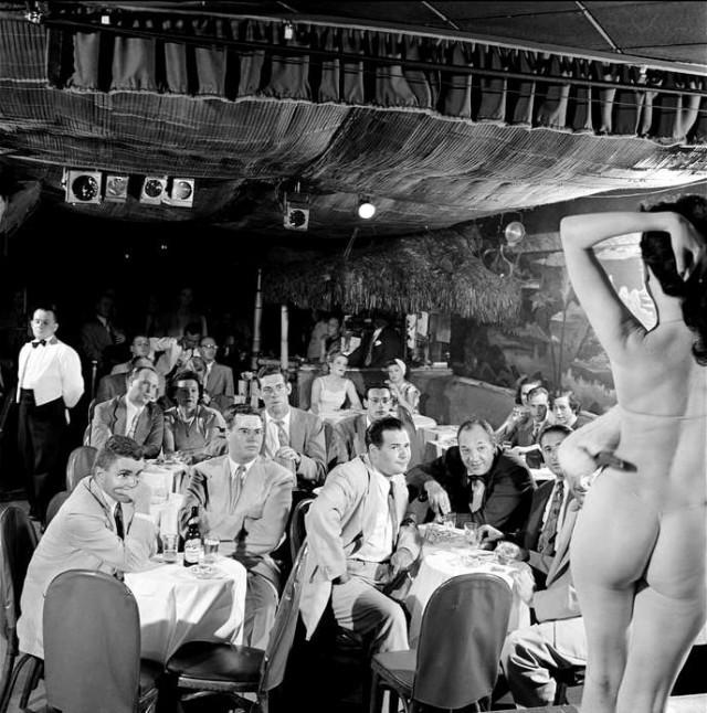 Завсегдатаи стриптиз-клуба. Нью-Йорк 1949 г.  история, события, фото
