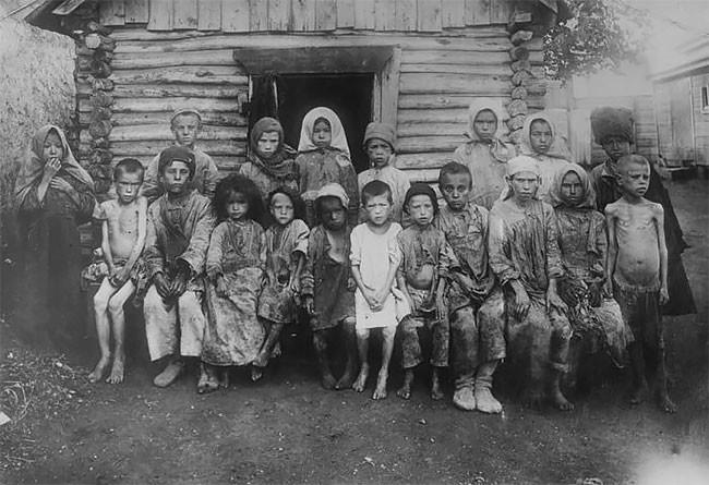 Группа детей-сирот. Поволжье, 1921 год беспризорники, гражданская война, дети, история, редкие снимки, россия, сироты, фото