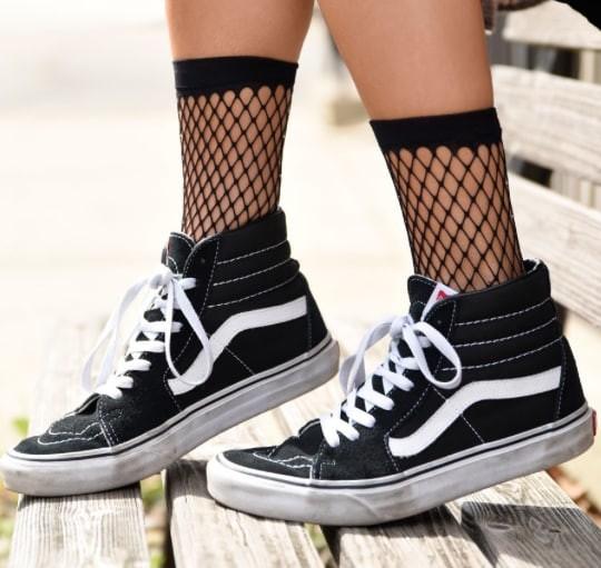 """Черные сетчатые носки а-ля """"рыболовная сеть"""" дизайнеры, мода, мода 2017, мода девушки, модные штучки, тенденции, хватит, что вы делаете"""