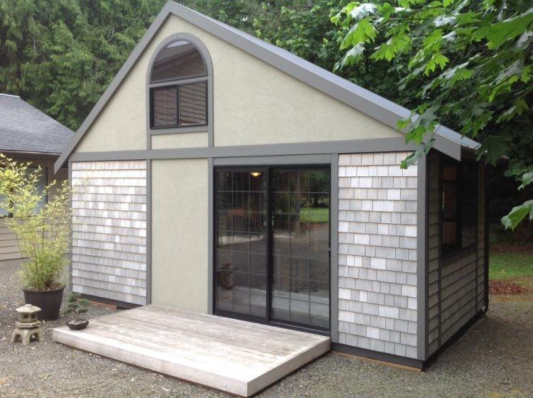 И вот по возвращении Крис построил свой первый компактный домик 6 метров в длину и 3 в ширину и разместил внутри все необходимое для жизни. Давайте заглянем внутрь. дом, дом  в стране кризис, дом в деревне