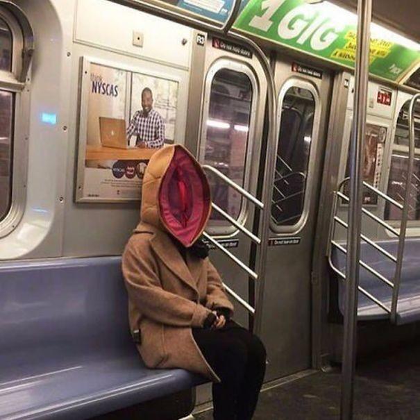 Ассоциации?  люди, метро, мир, подземка, прикол, фото, фрик, юмор