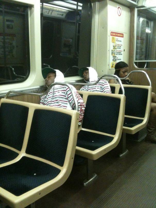 Сбой в матрице  люди, метро, мир, подземка, прикол, фото, фрик, юмор