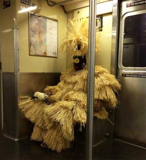 Колоритно  люди, метро, мир, подземка, прикол, фото, фрик, юмор