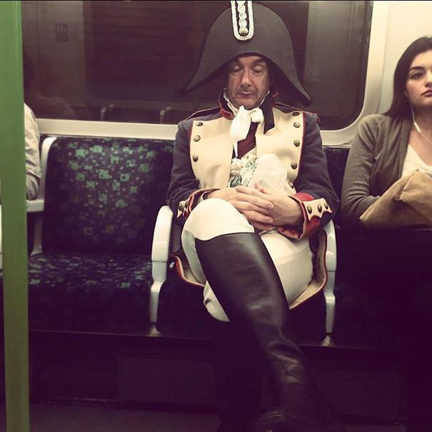 Француз в лондонском метро  люди, метро, мир, подземка, прикол, фото, фрик, юмор