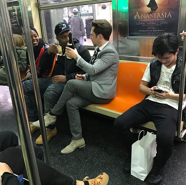 Праздник в метро Нью-Йорка люди, метро, мир, подземка, прикол, фото, фрик, юмор